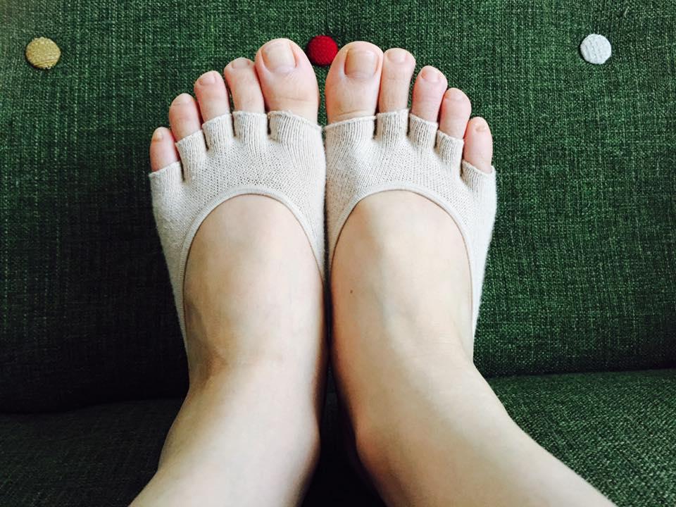 大人気☆魔法の靴下 エアライズ はくだけで6つの効果 リフトアップ、ヒップアップ、ウェストシェイプ、ダイエット、姿勢矯正、むくみ防止。